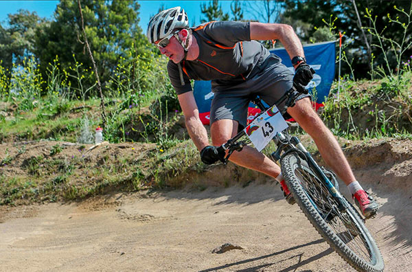 Simon Davis Physiotherapist Canberra Bike Fitting Mountain bike riding